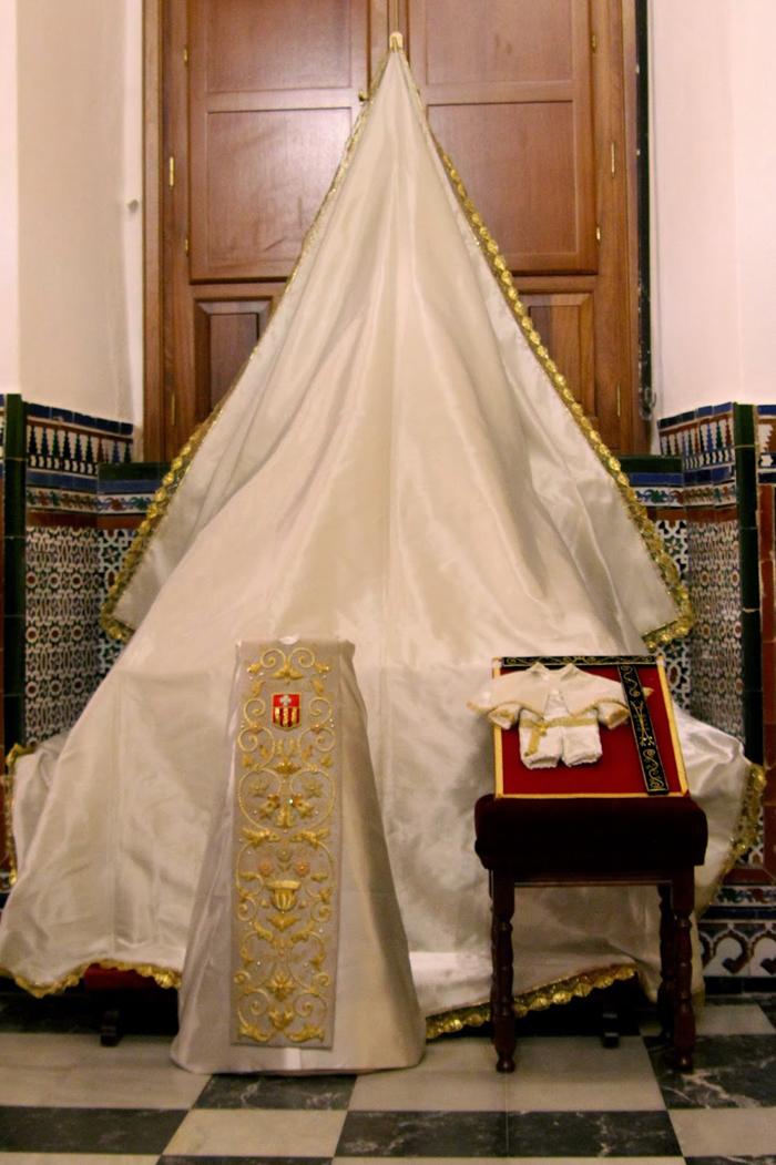 Mercedes El Paso >> Hermandad de las Mercedes de la Puerta Real » Ajuar de la Virgen de las Mercedes